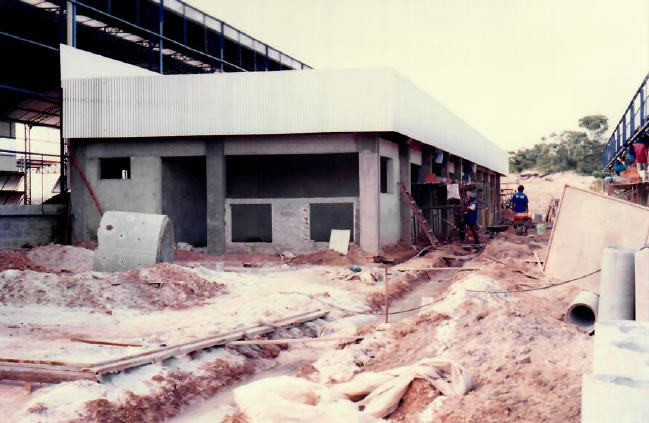 1997 - Vista frontal do prédio técnico